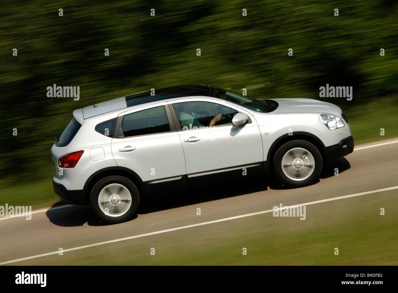 Nissan Qashqai 2.0 4WD tekna, model year 2007-, silver, driving ...