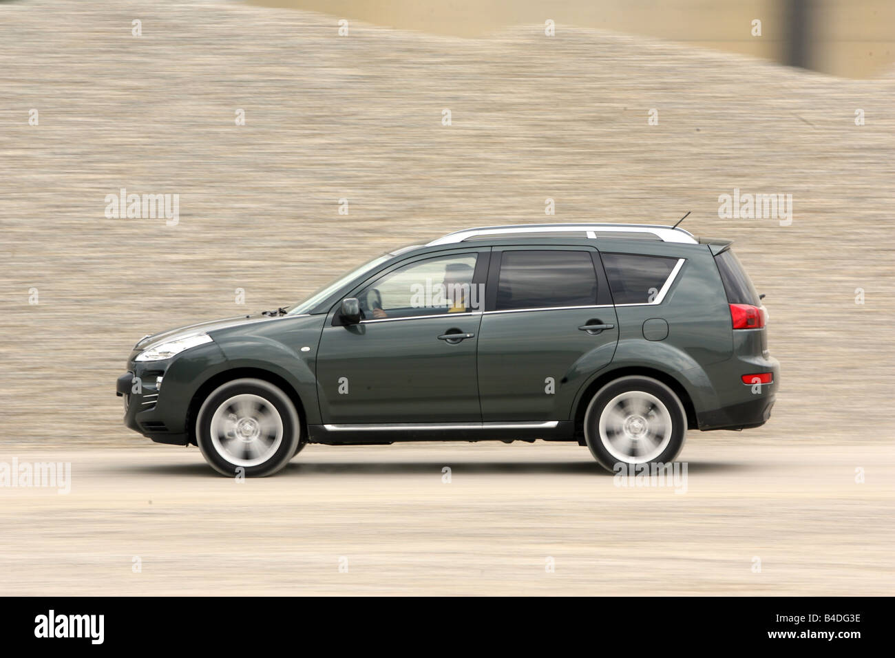 Peugeot 4007 HDi FAP 155 Platinum, model year 2007-, anthracite, driving, side view, offroad - Stock Image