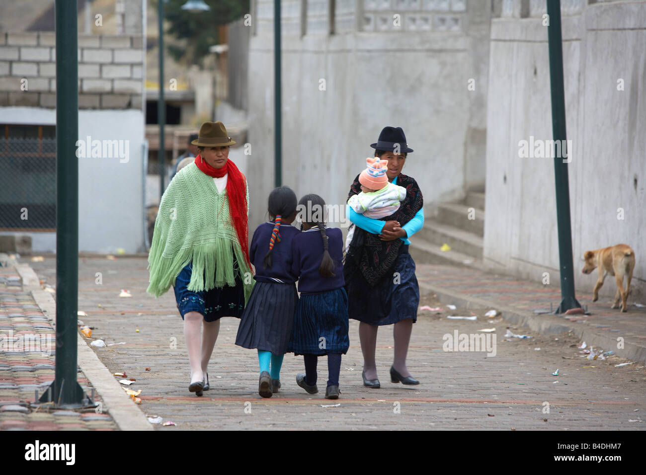 Woman and children, street scene, Otavalo, Ecuador - Stock Image