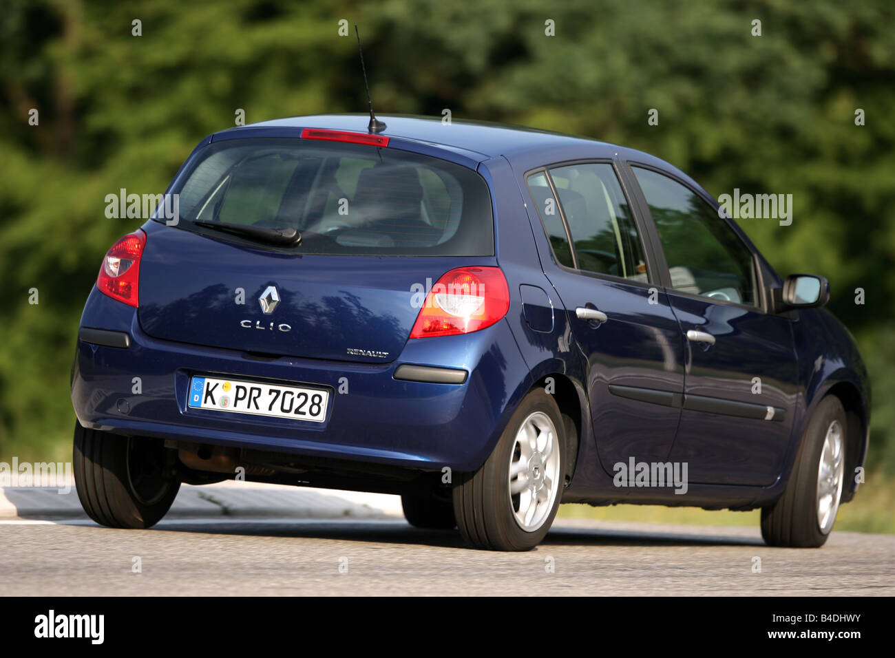 Renault Clio 1 2 16v Edition Dynamique Model Year 2005 Blue Stock