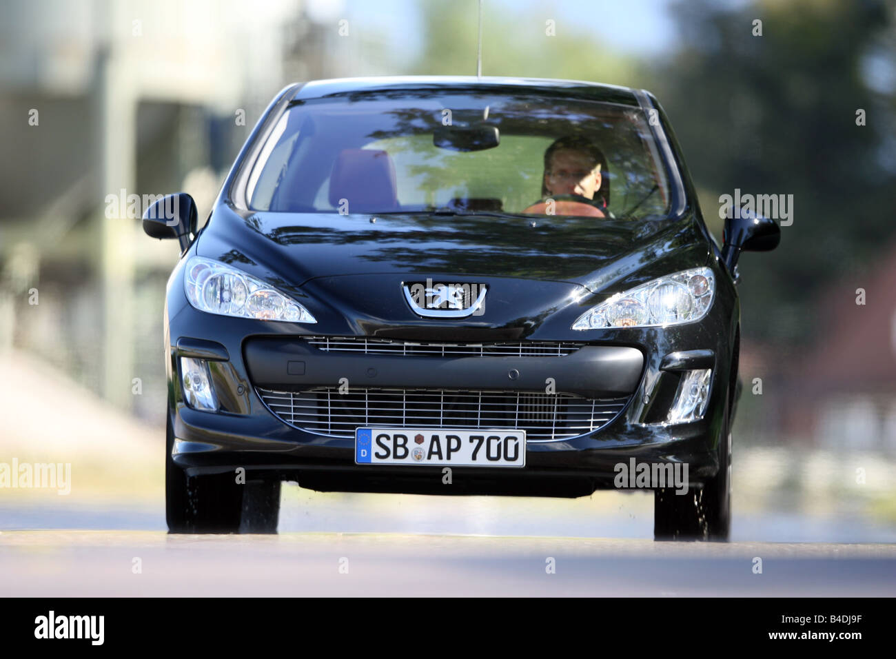 Peugeot 308 HDi FAP 135 Sport Plus, model year 2007-, black, driving, diagonal from the front, frontal view, City - Stock Image