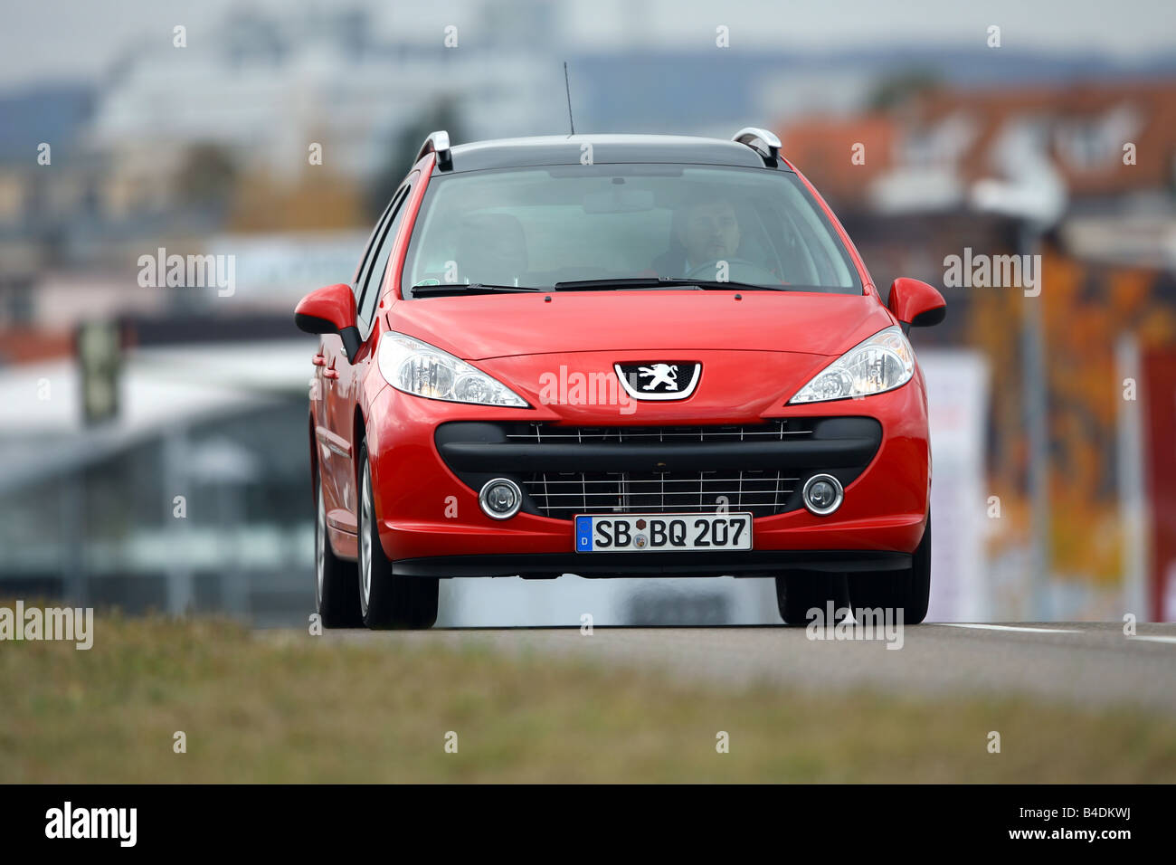 Peugeot 207 SW 120 VTi Sport, red, model year 2006-, driving, diagonal from the front, frontal view, road - Stock Image