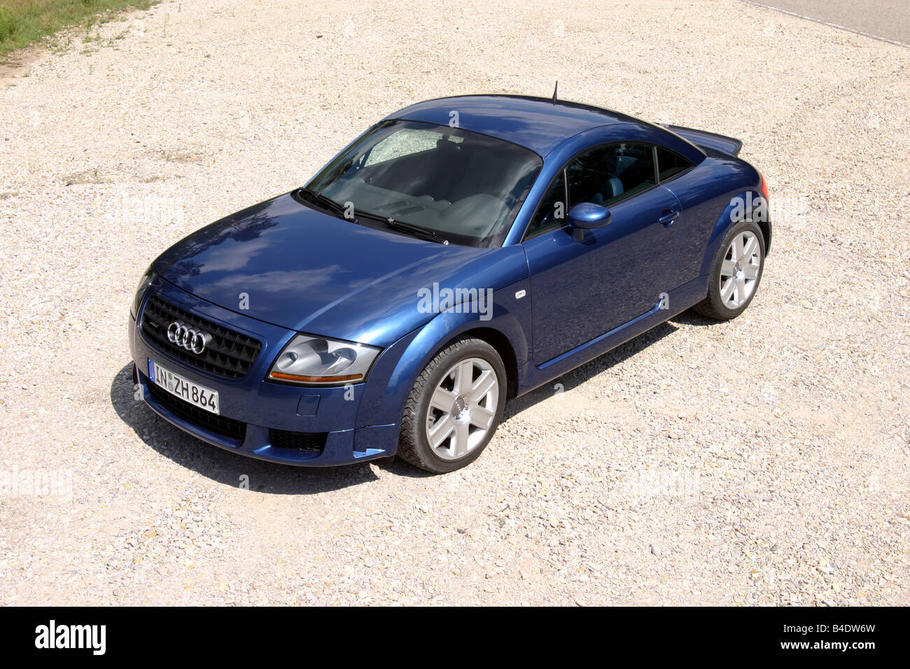 Car, Audi TT 3.2, coupe, roadster, model year 2003-, blue, standing, upholding, diagonal from the front/oben Stock Photo