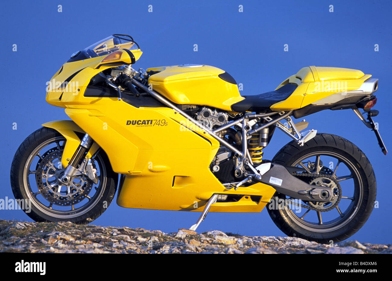 engine cycle, Sports motor cycle, Sportsman, Duapprox.i 749s, yellow, model year 2003, standing, upholding, side - Stock Image
