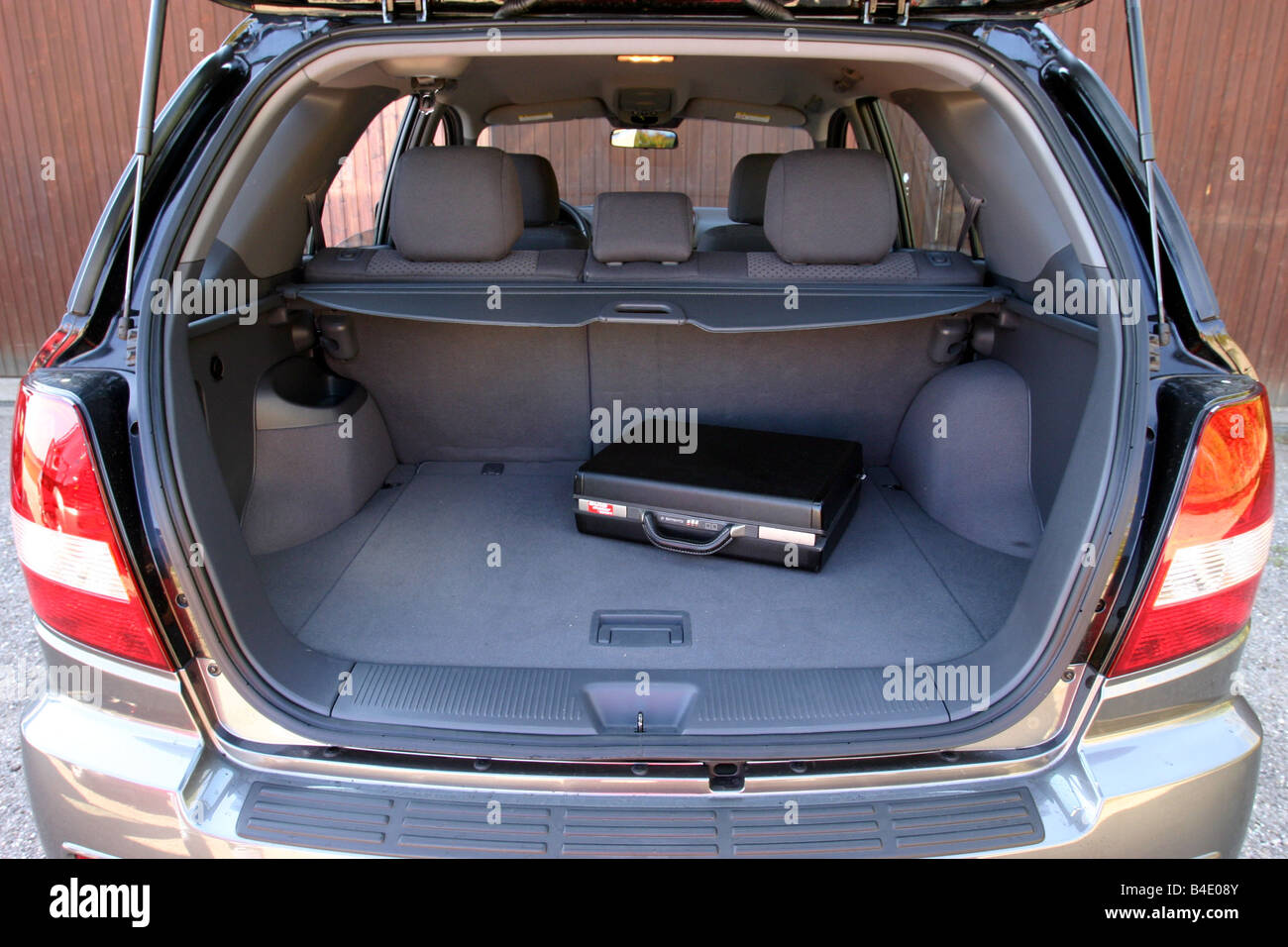 Car, Kia Sorento, cross country vehicle, model year 2002-, black, FGHDS, view into boot, technique/accessory, accessories - Stock Image