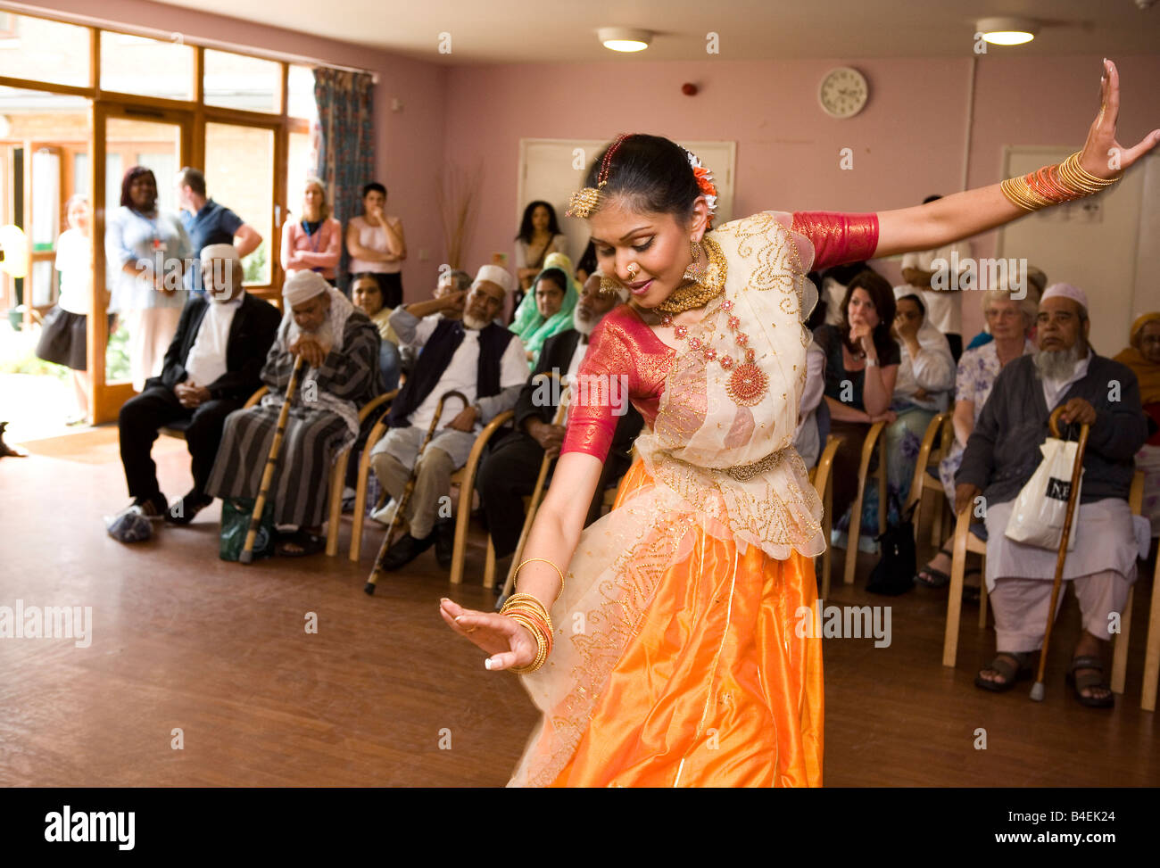 Bangladeshi dancer performing at an old people's home in London's East End - Stock Image