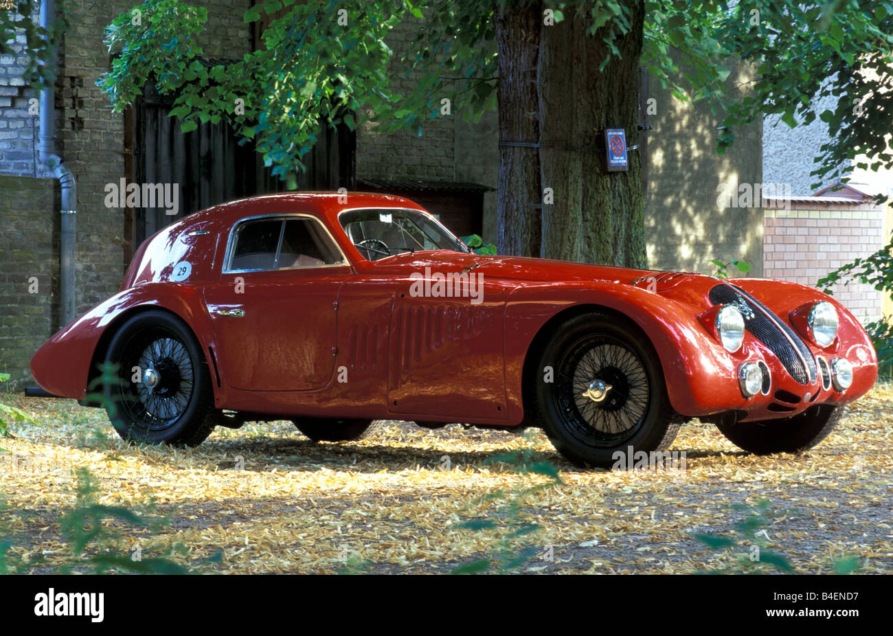 Car, Alfa Romeo 8C 2900 B Touring Le Mans, Vintage Car, Model Year 1938,  1930s, Thirties, Red, Standing, Diagonal Front, Front V