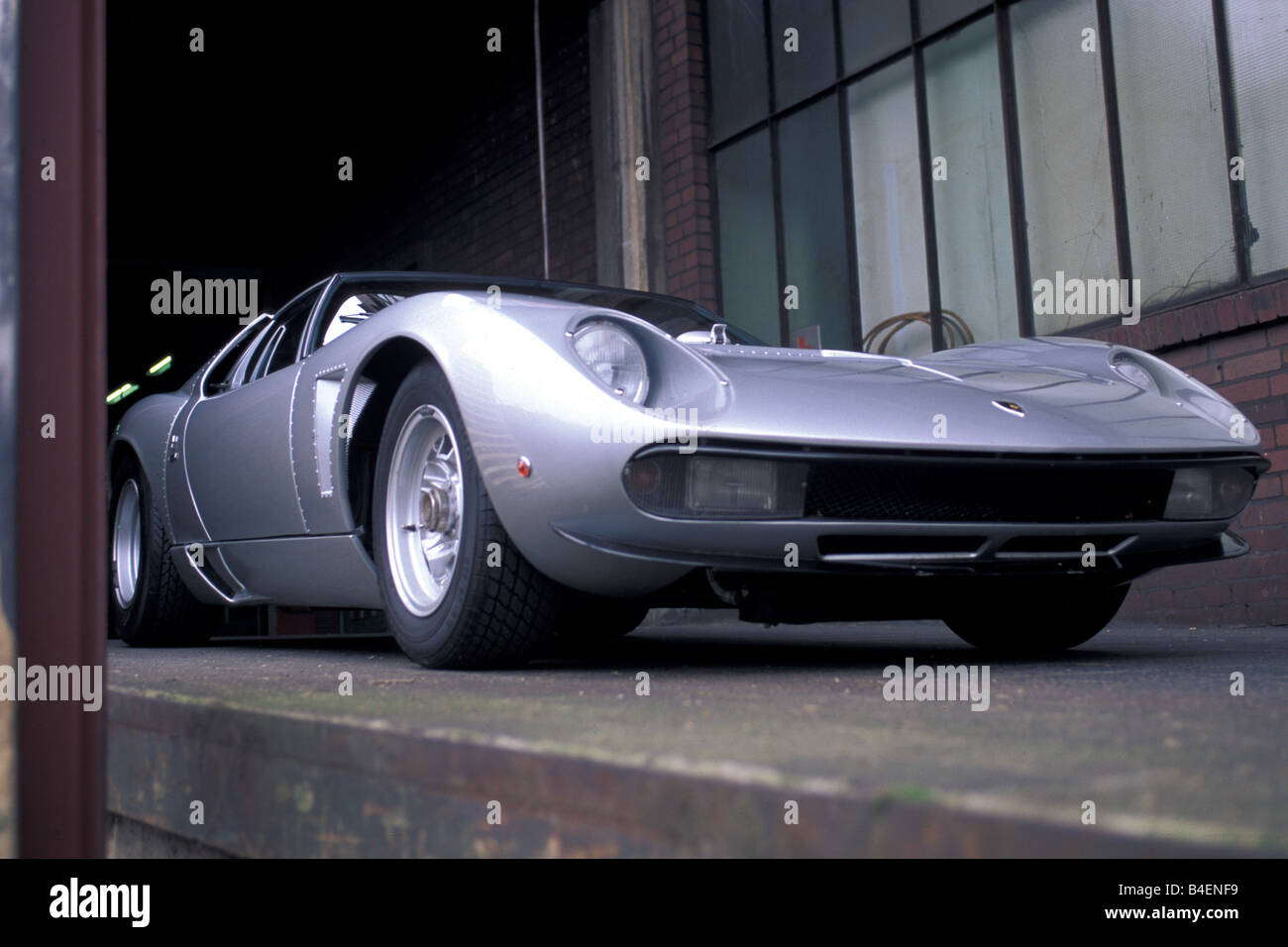 https://c8.alamy.com/comp/B4ENF9/car-lamborghini-miura-sv-jota-model-year-1970s-seventies-silver-sports-B4ENF9.jpg