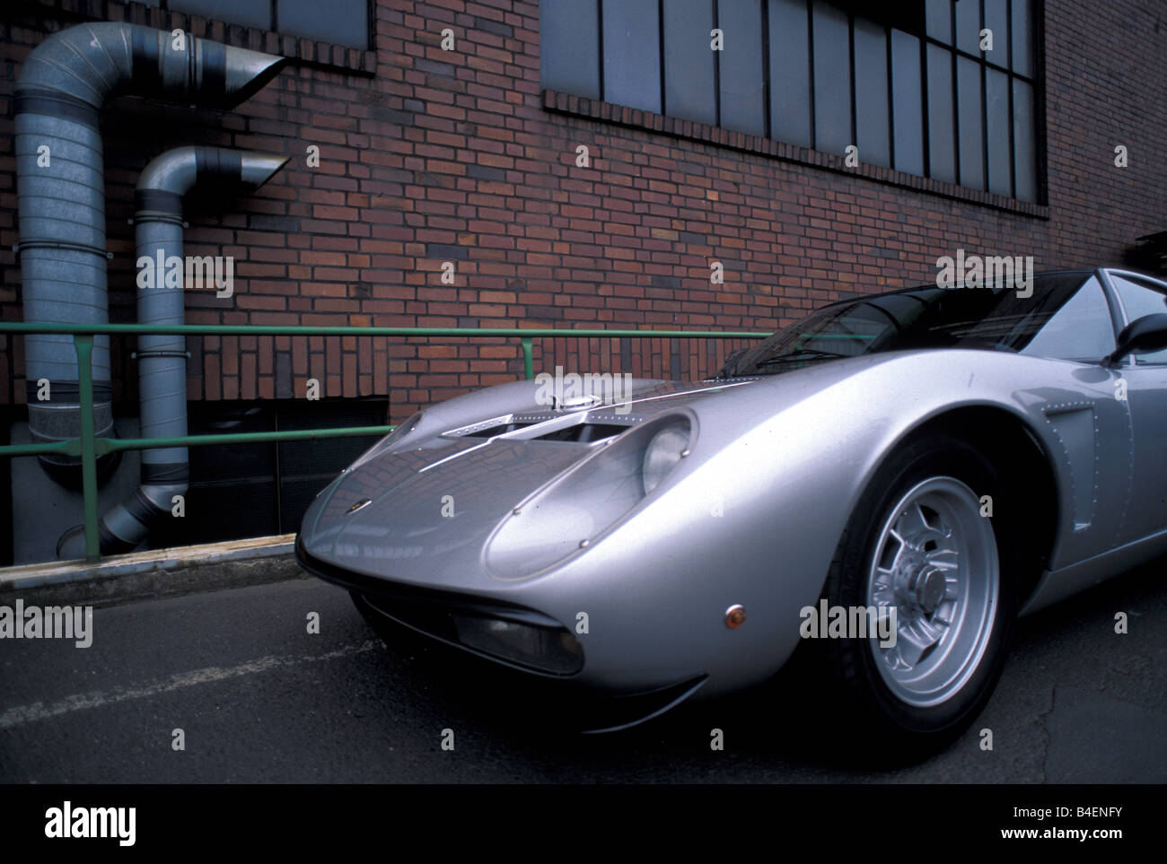 https://c8.alamy.com/comp/B4ENFY/car-lamborghini-miura-sv-jota-model-year-1970s-seventies-silver-sports-B4ENFY.jpg