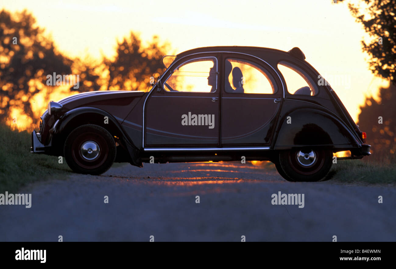 Car, Citroen 2CV Charleston, sedan, model year 1980-1989, old car, red-black, standing, road, country road, side Stock Photo