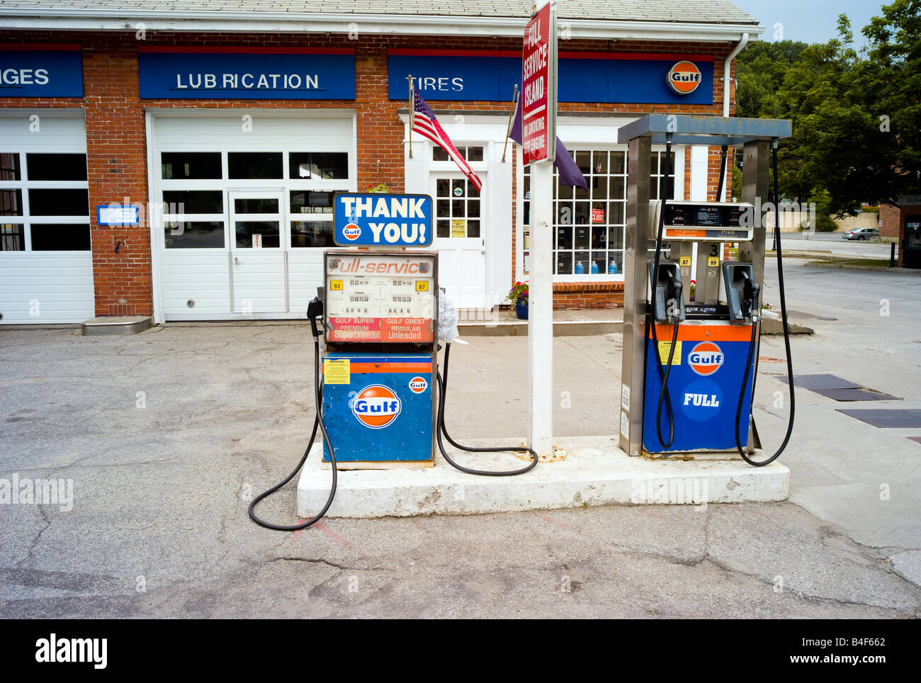Gulf Gas Station Near Me >> An Old Gulf Gas Station With Outdated Pumps Stock Photo