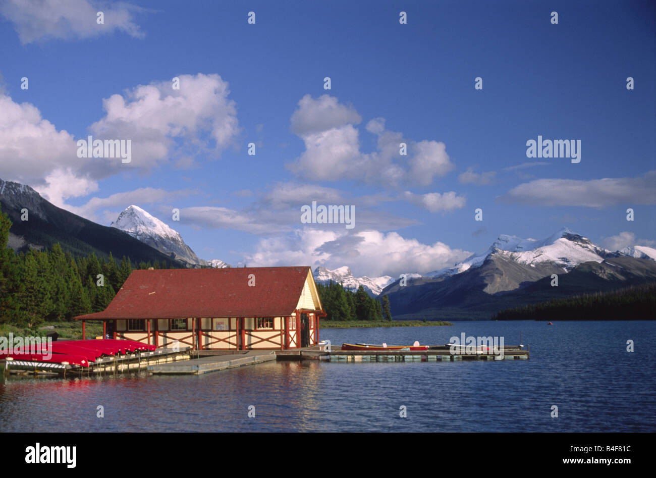 Boat house on Maligne Lake in Jasper National Park, Canadian Rockies - Stock Image
