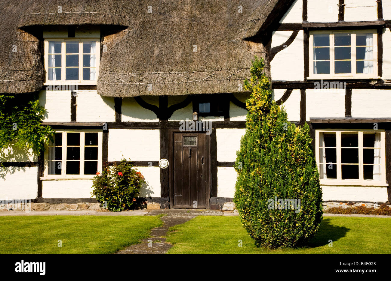 Front view of a typical English thatched, timber framed country ...