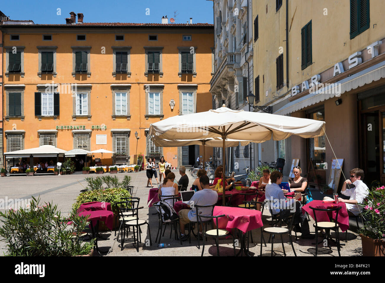 Restaurant, Piazza del Giglio, Lucca, Tuscany, Italy - Stock Image