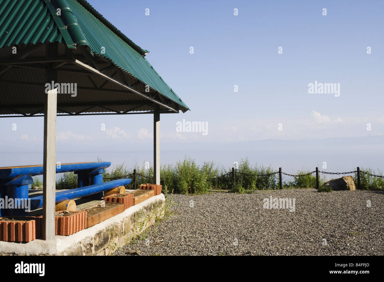 Summerhouse with view to the lake Baikal on optional halt of Circum Baikal Road - Stock Image