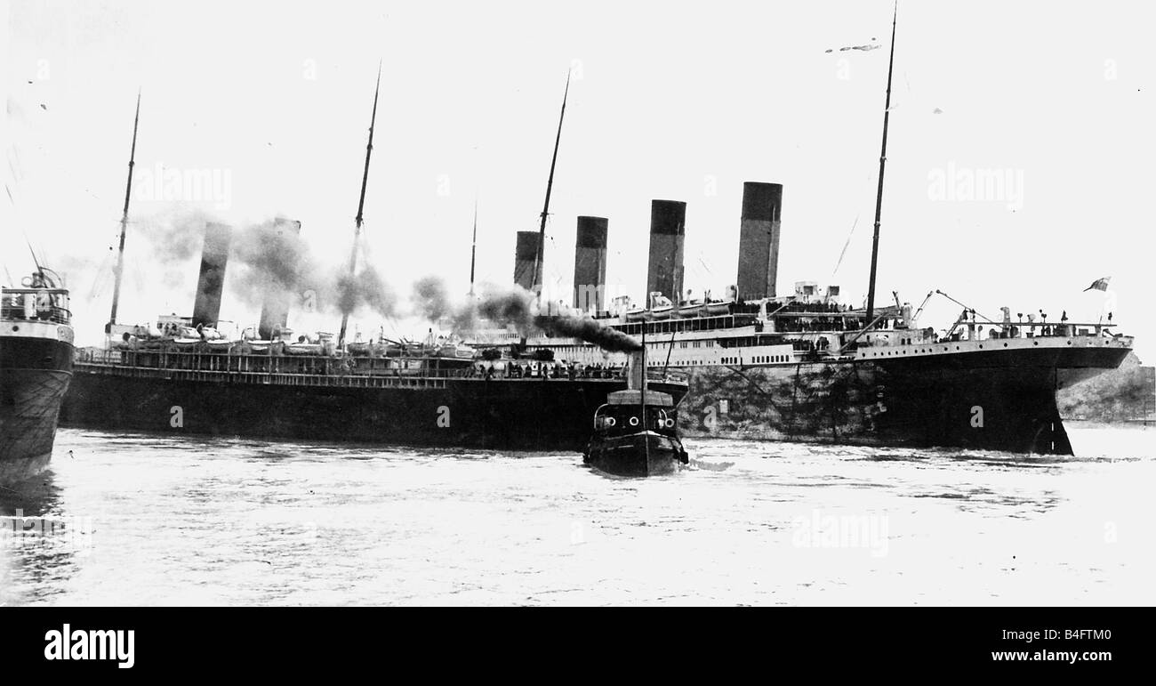 Titanic and SS New York two funnels almost in collision 1912 - Stock Image