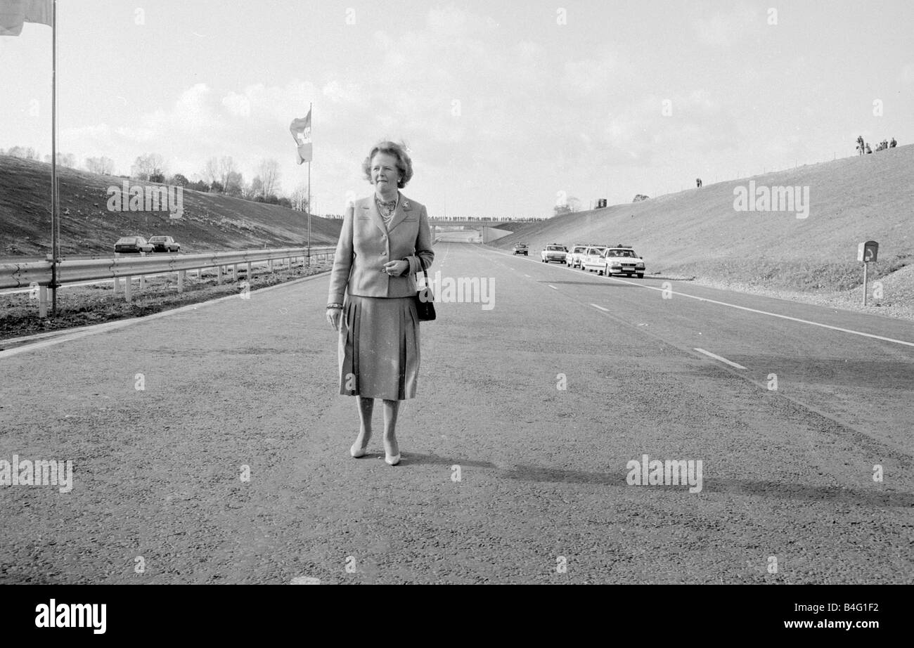 Margaret Thatcher seen here opening the final section of the M25 motorway October 1986 Dennis Stone 86 5704 Daily - Stock Image