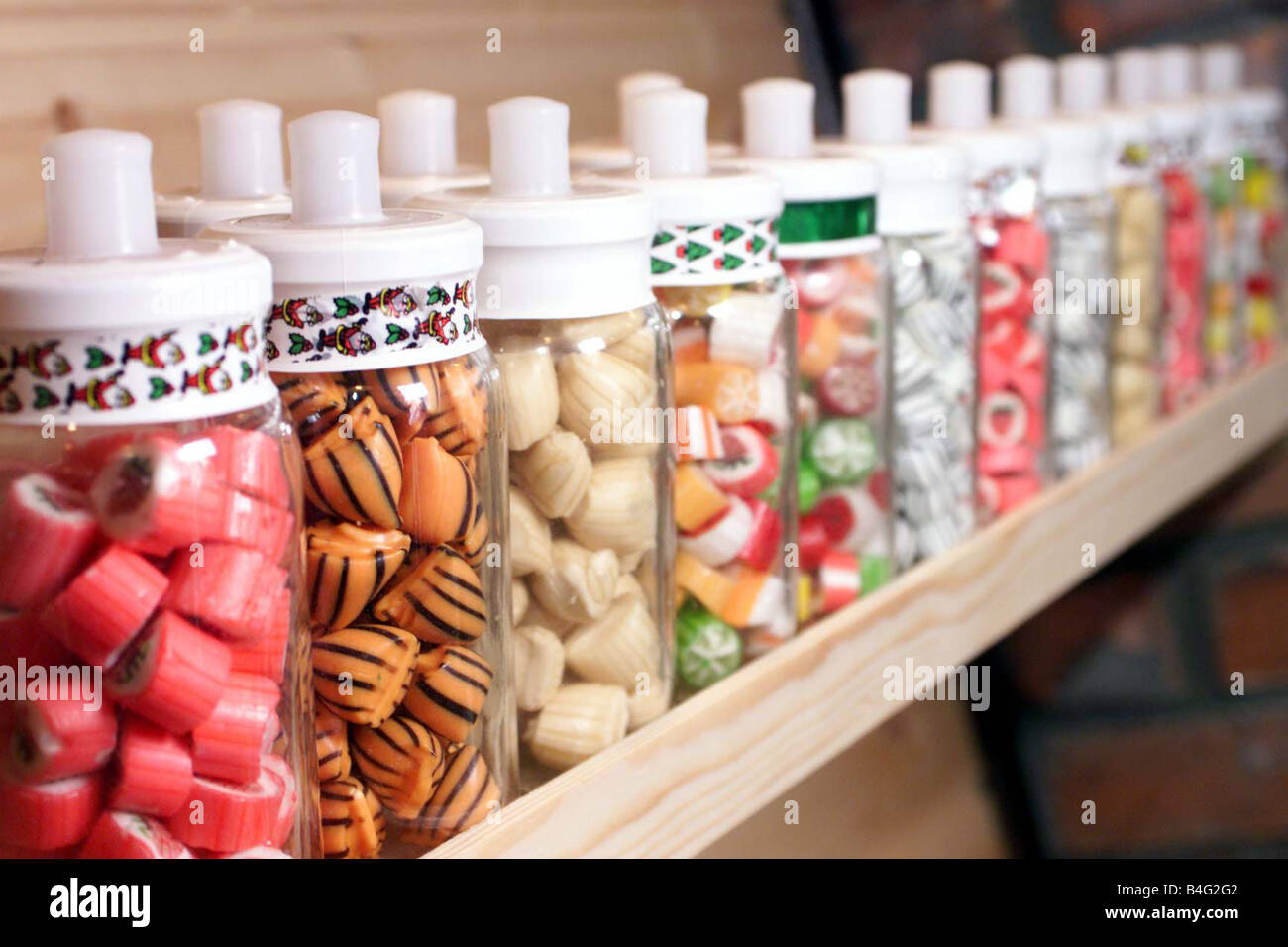 Thousands of sweets in jars line the shelves at Aunt Sandra s Candy Factory In Belfast Northern Ireland March 2002 - Stock Image