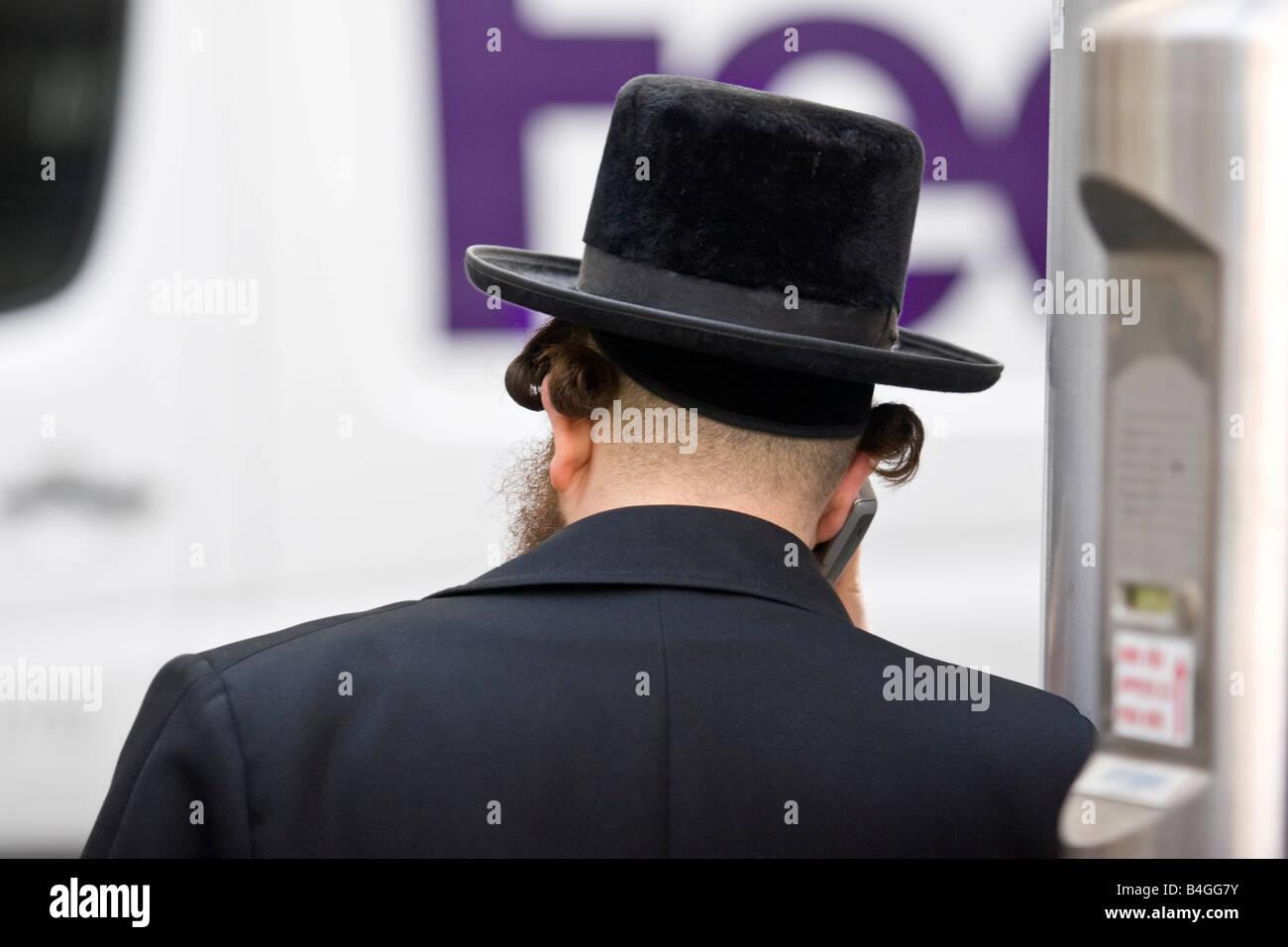 Orthodox Jew on Hoveniersstraat Diamond district in Antwerp, Belgium. - Stock Image