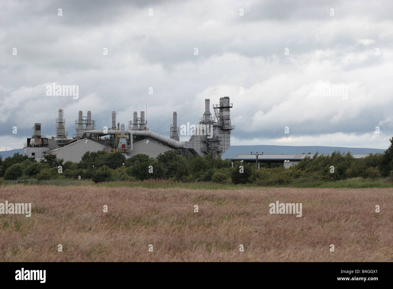 Emission free chimneys of an insulation manufacturing factory under a heavy sky, Stirling. - Stock Image