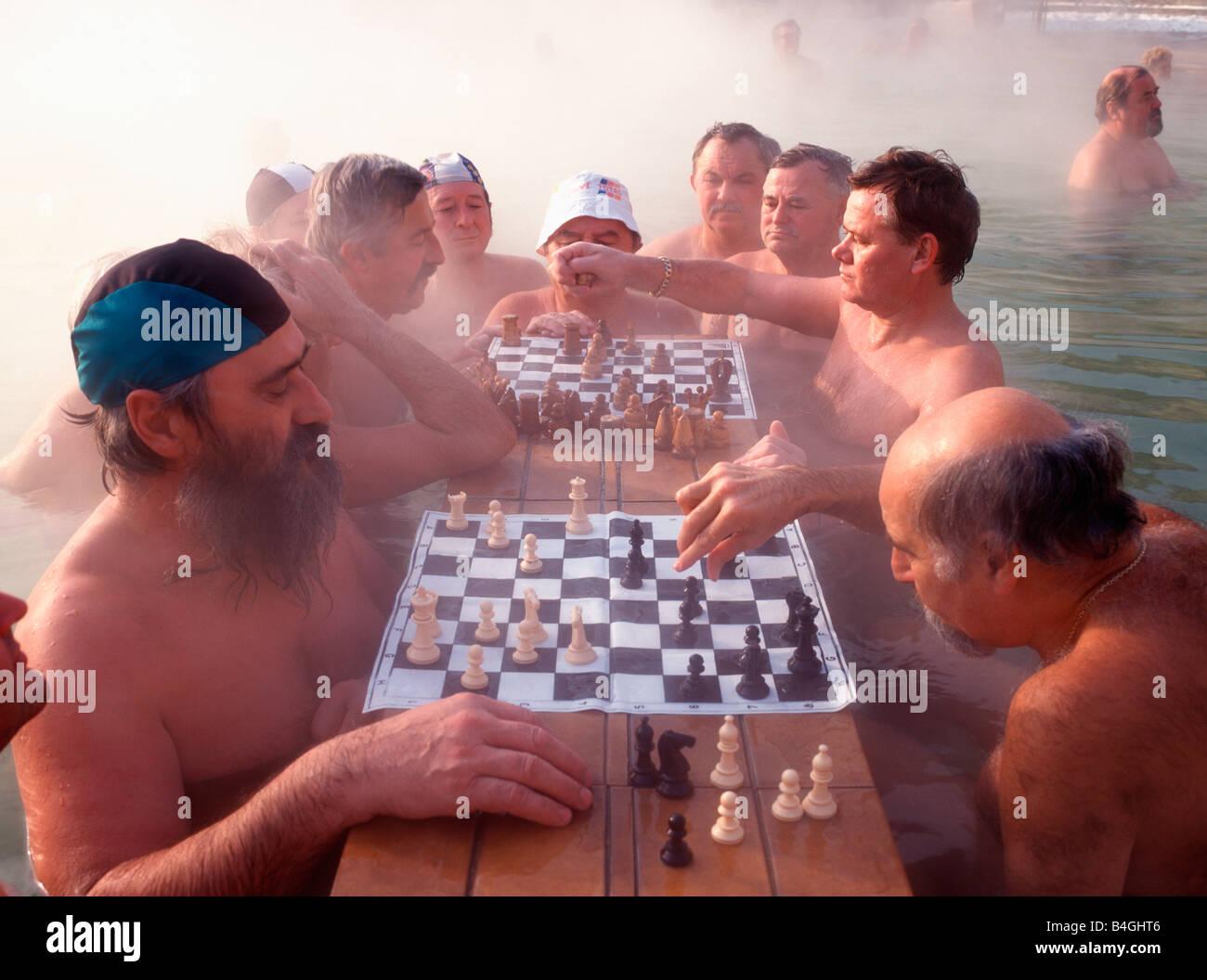 HUNGARY BUDAPEST SZECHENYI THERMAL BATH CHESS PLAYERS IN WATER - Stock Image
