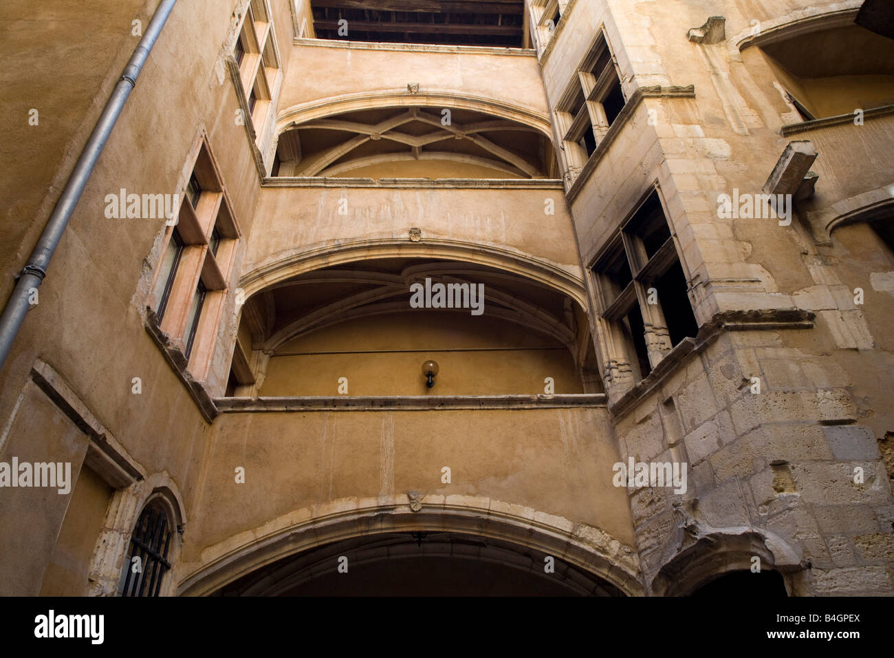 Lyon,  28 rue Saint-Jean, Treppentürme und Laubengänge - sogenannte Traboules - Stock Image