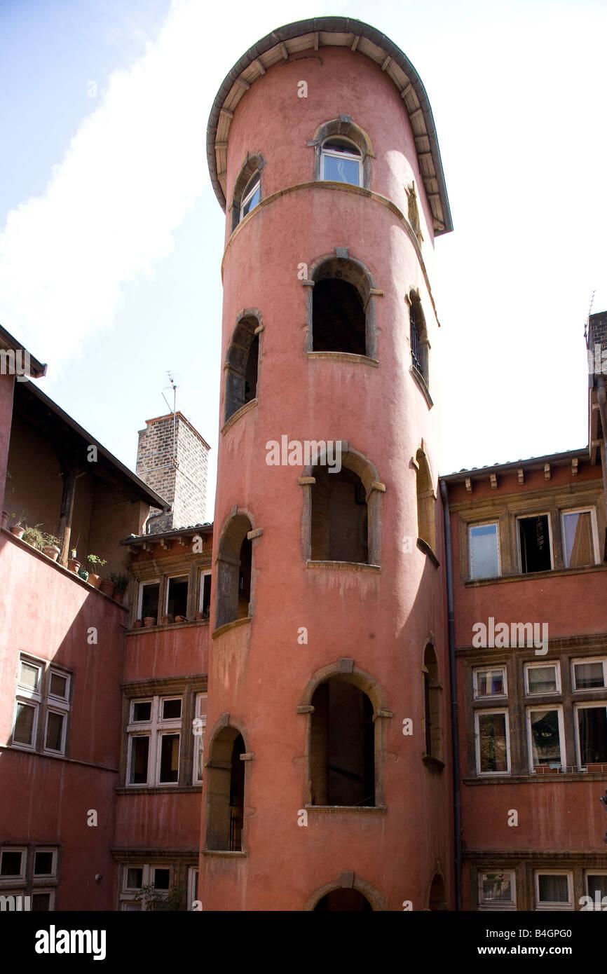 Lyon,  16, rue de Boef, la Tour Rose, Treppentürme und Laubengänge - sogenannte Traboules - Stock Image