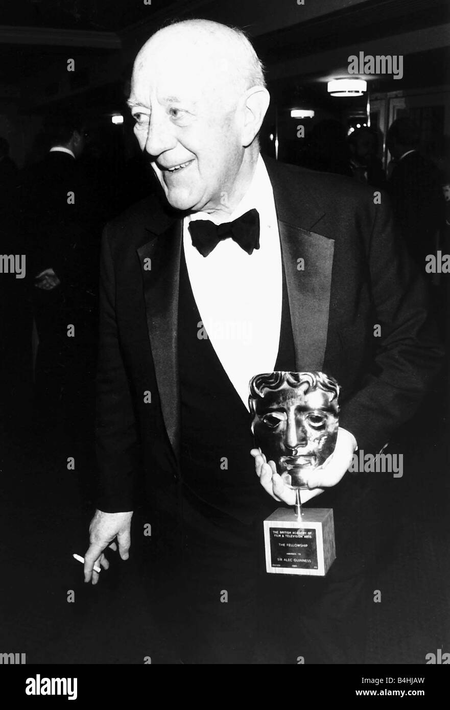 Alec Guinness actor holding BAFTA award in March 1989 - Stock Image