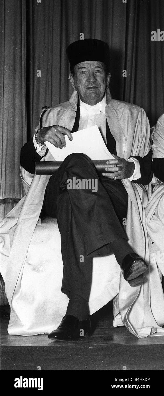 Noel Coward actor receives his honorary degree of Doctor of Letters at Sussex University in Brighton 1972