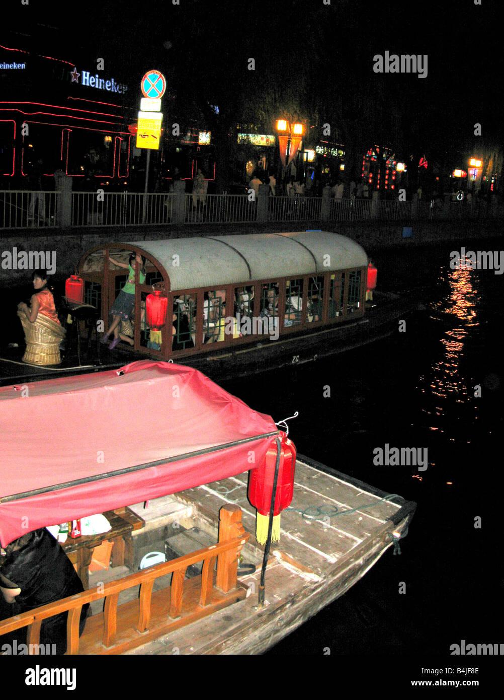 Boats near Jin Dynasty Yinding bridge near Lake Qianhai and lake Houhai in the Shichahai district of Beijing - Stock Image