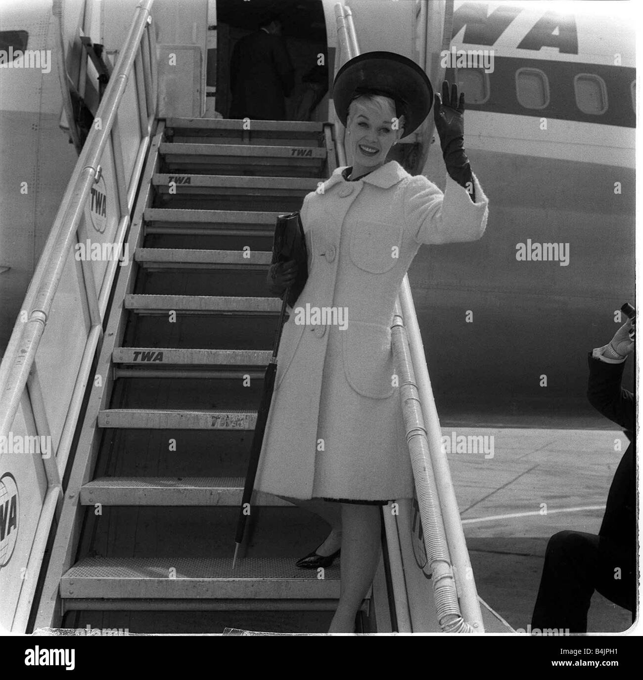 dorothy provine actress waves from aircraft steps june 1962 stock