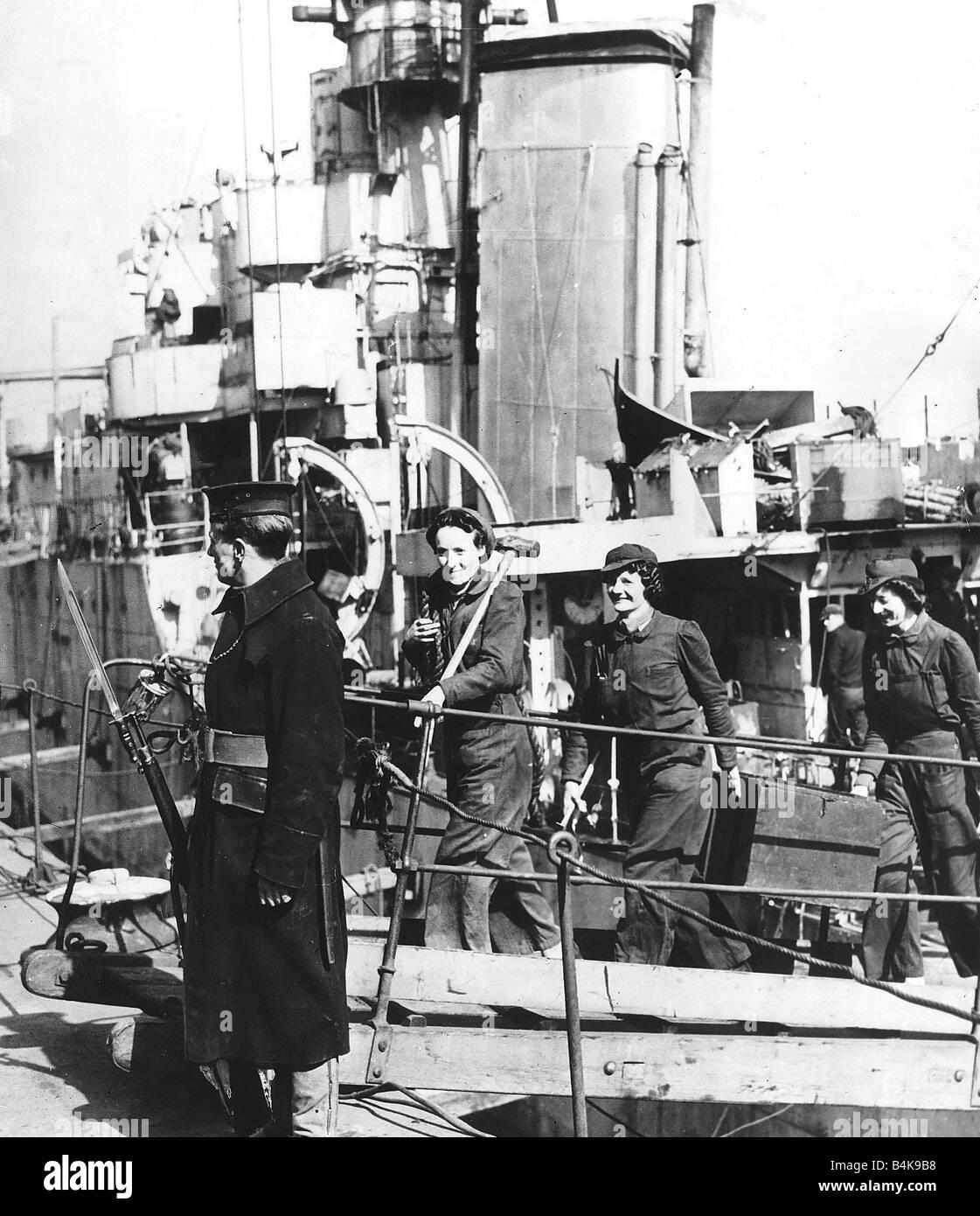 WW2 Women dockyard workers WW2 - Stock Image