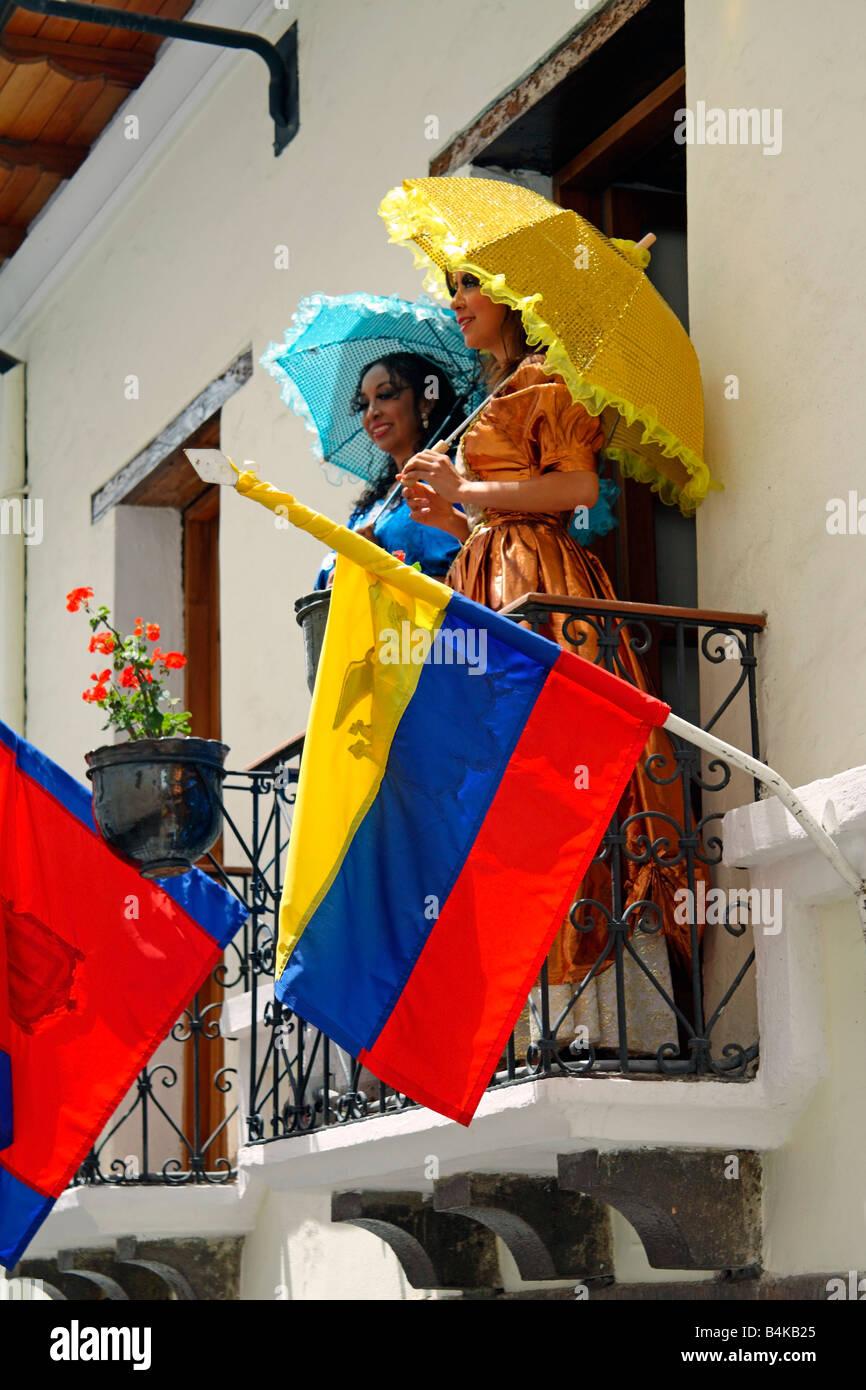 Traditionally-dressed women on balcony, Calle de la Ronda, Quito, Ecuador - Stock Image