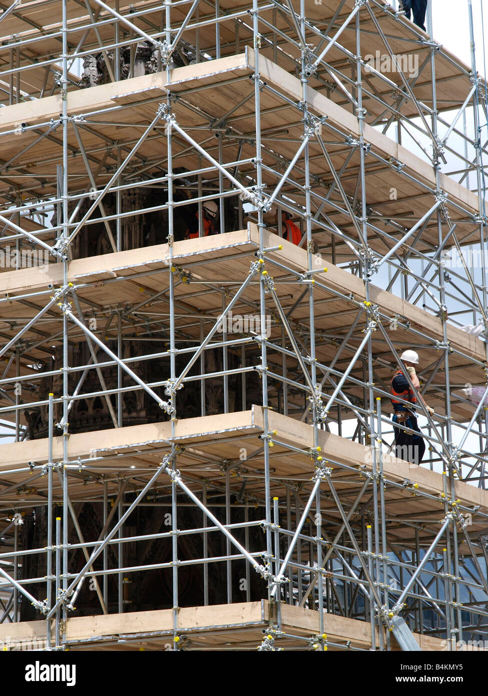 Scaffolding being erected around the Neo-gothic Eleanor Cross that now stands in the forecourt of Charing Cross - Stock Image