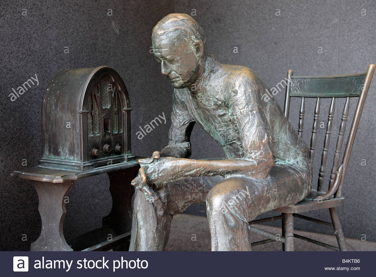 The Fireside Chat statue by George Segal at the FDR Memorial in Washington, DC - Stock Image