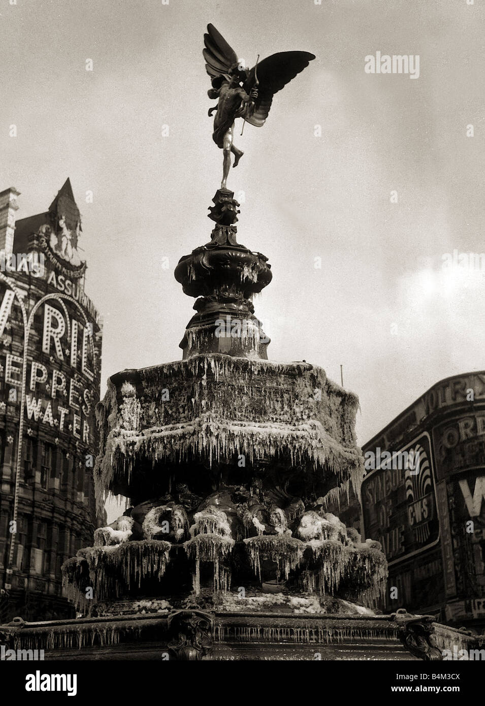 The statue of Eros in London February 1956 the fountain has frozen over forming icicles Stock Photo