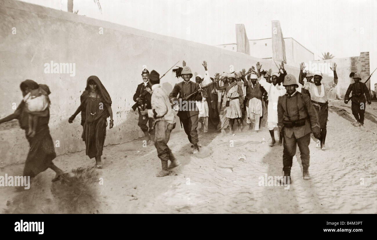 Turco Italian Images Arab prisoners escorted by Italian soldiers near Tripoli War Conflict Soldiers POWs Libya November - Stock Image