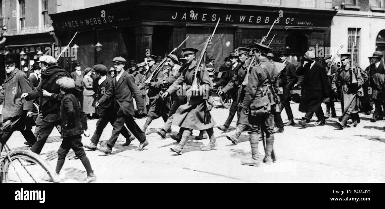Rebel prisoners being marched out of Dublin by British Soldiers May 1916 The Easter Rebellion was an armed uprising - Stock Image