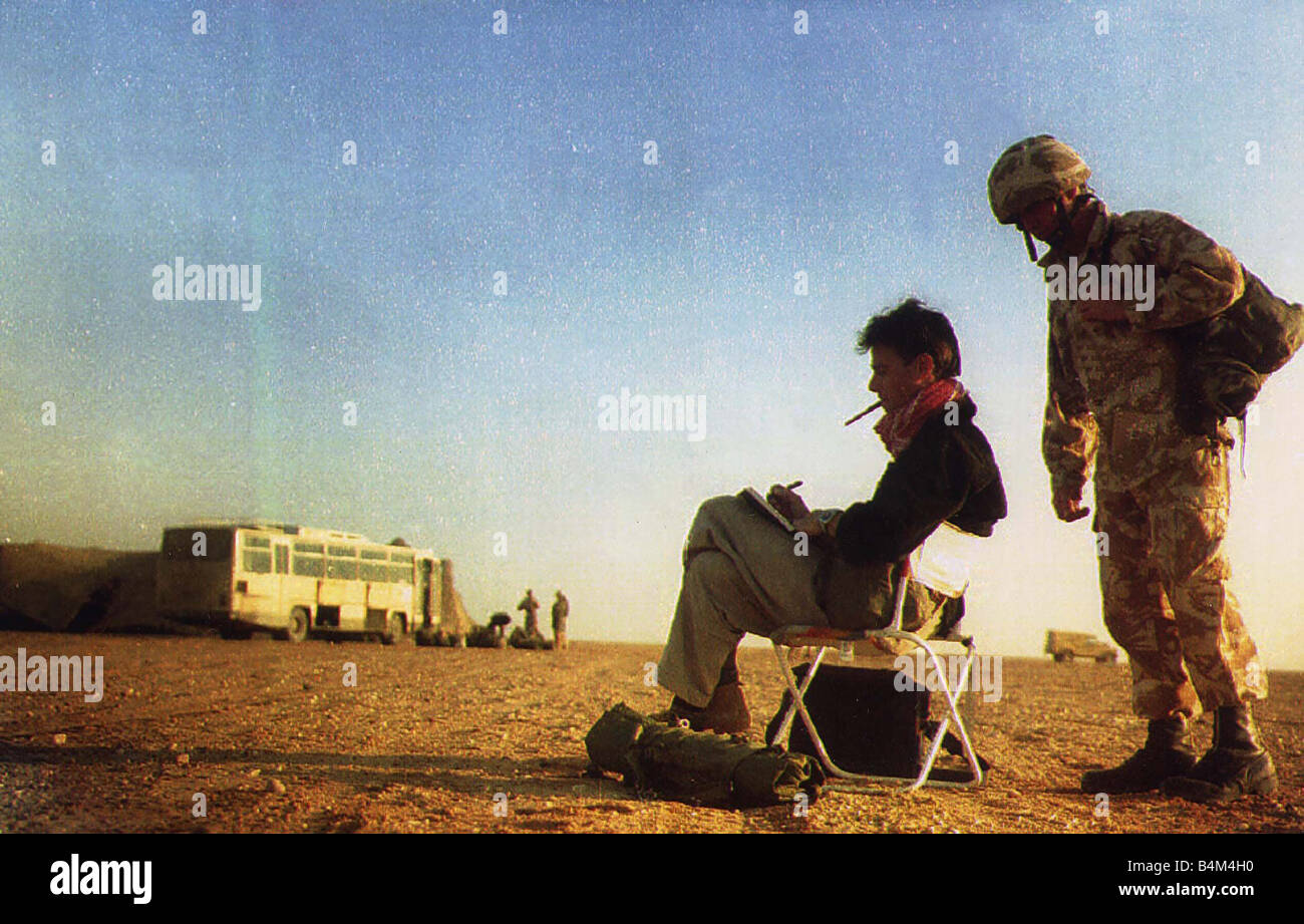 John Kean Official British war artist sketching in the desert on the Saudi border at the front line prior to the - Stock Image