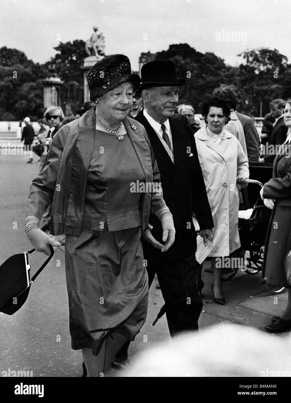 Athen Seyler July 1964 actress and husband Nicholas Hannen at Buckingham Palace garden Party Stock Photo