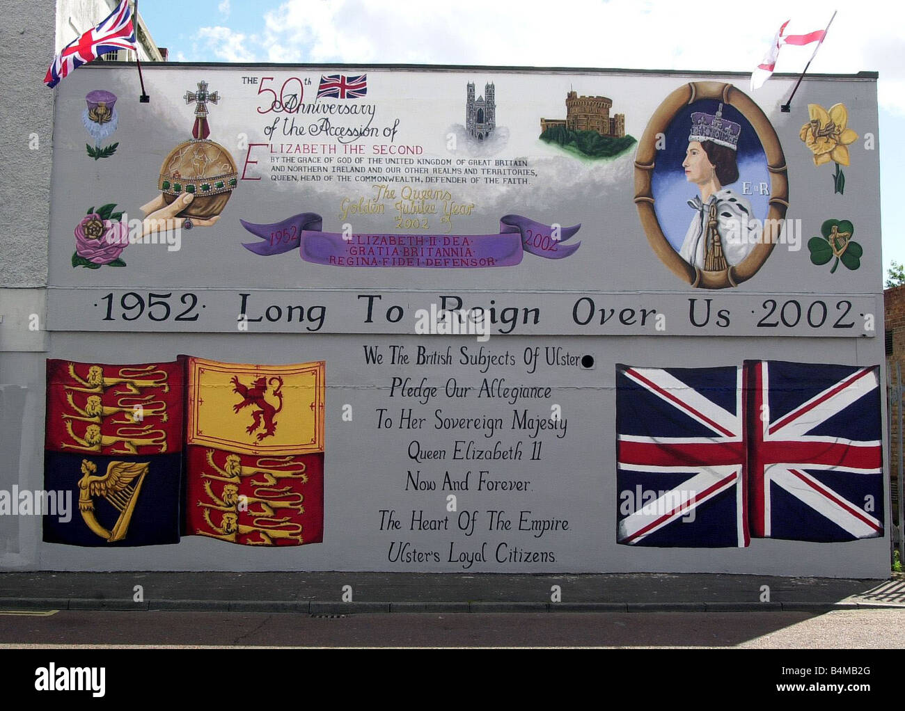 Golden Jubilee Mural Unveiled On Shankill Road June 2002 A Golden Jubilee mural at North Howard Street Belfast Northern - Stock Image