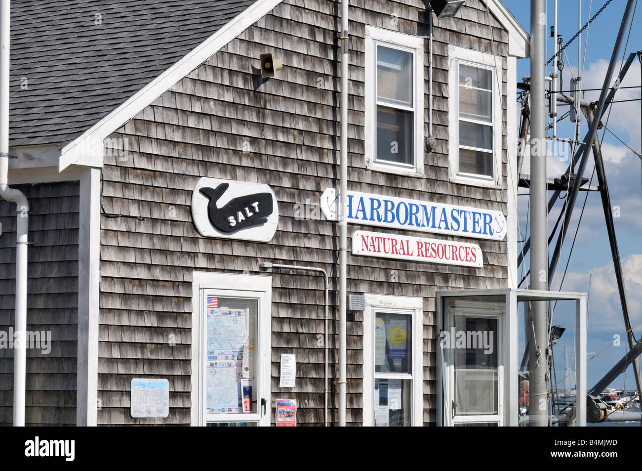 Harbormaster and Natural Resources building on pier in  historic Plymouth Harbor, MA, USA - Stock Image