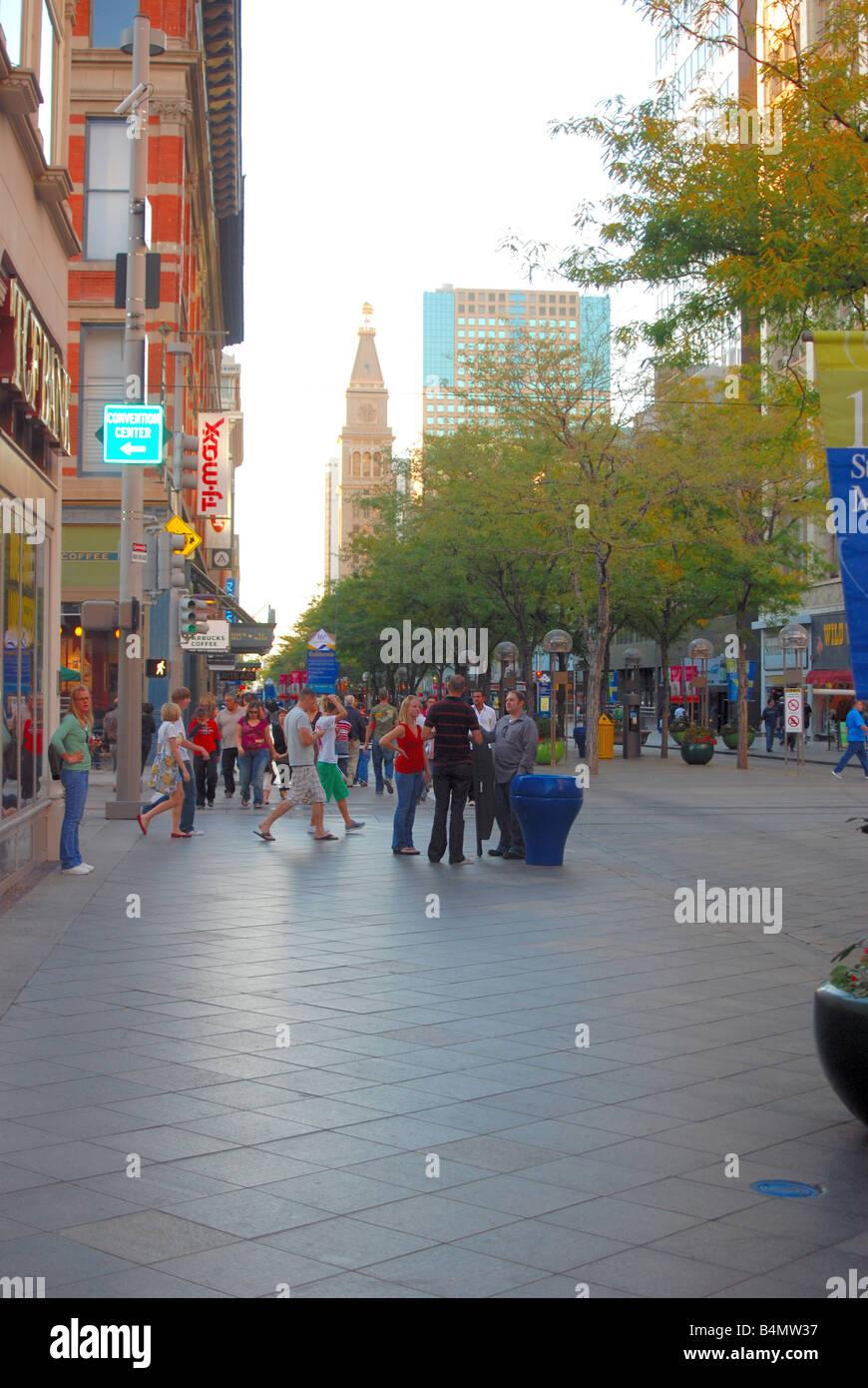 Busy street scene in a major american city - Stock Image