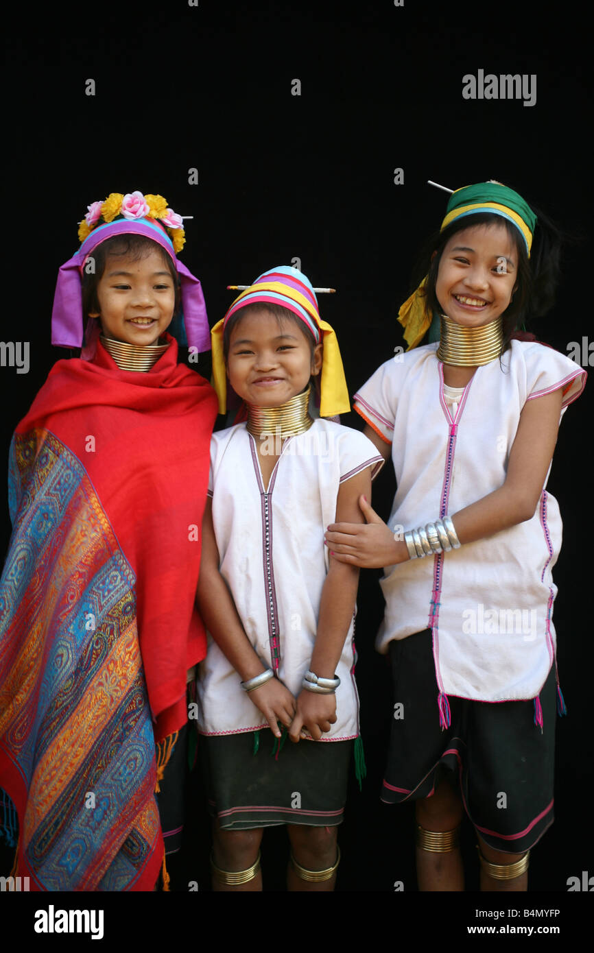 Three Longneck girls Approximately 300 Burmese refugees in Thailand are members of the indigenous group known as - Stock Image