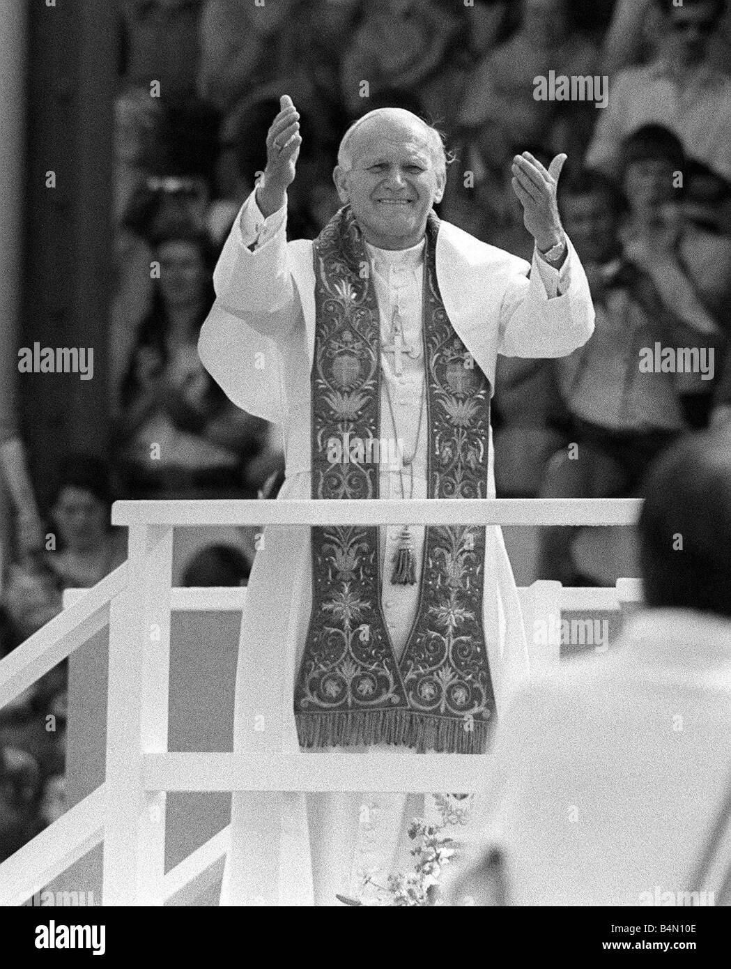 Pope John Paul II blesses the crowd during his visit to Cardiff Stock Photo