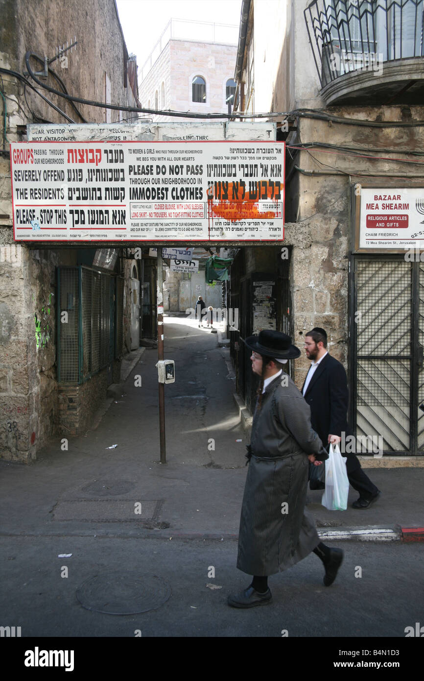 Orthodox Jews in the old city of Jerusalem - Stock Image