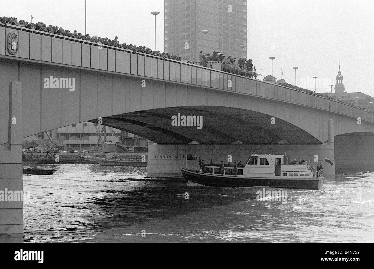 Queen Elizabeth II March 1973 Opens new London Bridge Here the Queen s boat leaves Fishmongers Quay - Stock Image