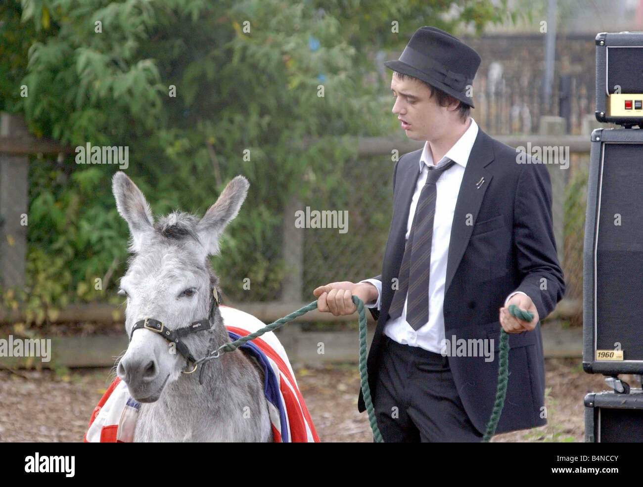 Pete Doherty records the video for a Babyshambles single filmed at Spitalfields Farm June 2005 - Stock Image