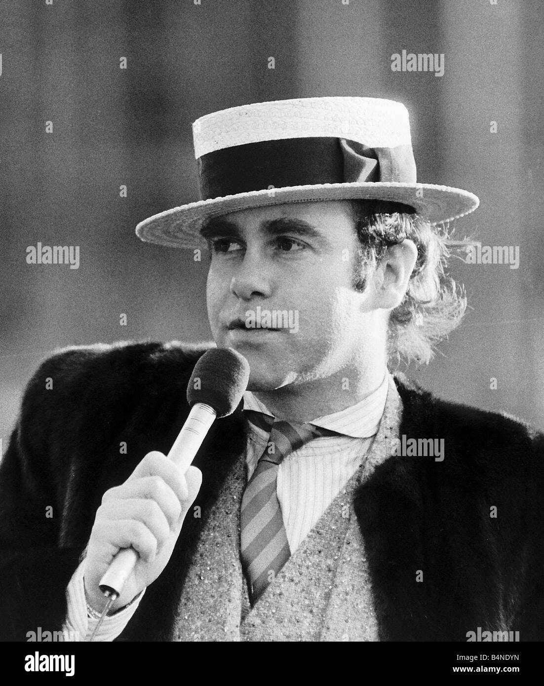 Elton John Black And White Stock Photos Amp Images Alamy