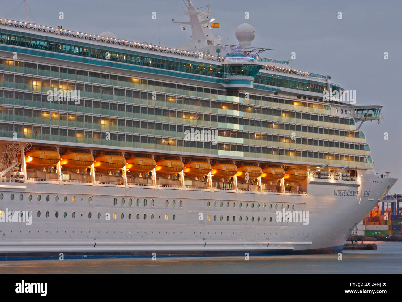 The world's largest cruise ship, Independence of the Seas ...